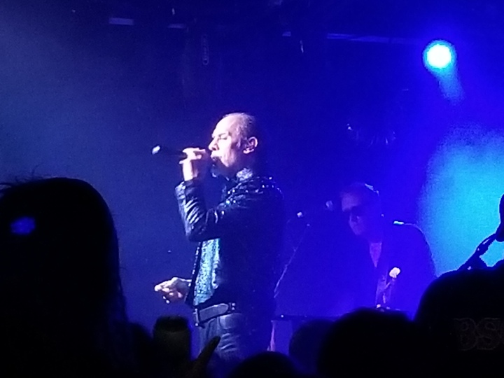 Good pic Peter Murphy singing by Veronica Campbell
